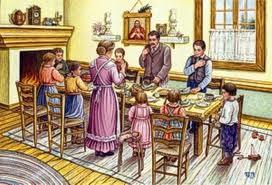 famiglia intorno la tavola